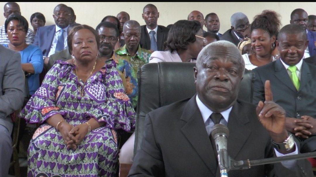 Gabon: Assélé promet une bastonnade à la mère d'Ali Bongo