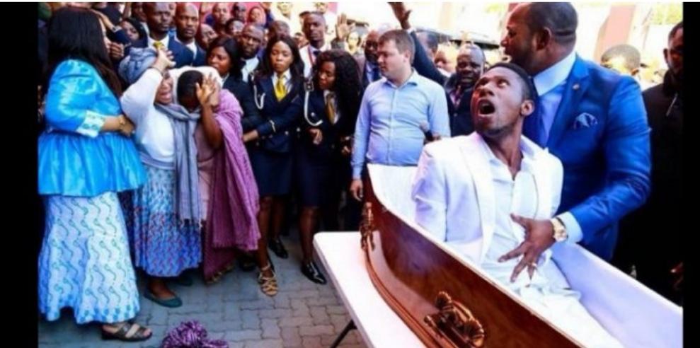 """Afrique du Sud: l'homme """" ressuscité"""" par le pasteur meurt finalement pour de vrai"""