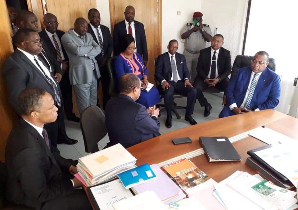 Gabon: pourquoi Julien Nkoghe Bekale doit démissionner